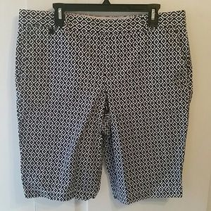 Dockers shorts size 16 Navy and White like new
